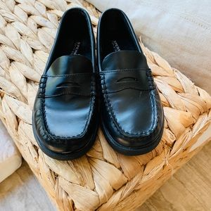 Boys Sperry Loafer Shoes: Size 13.5